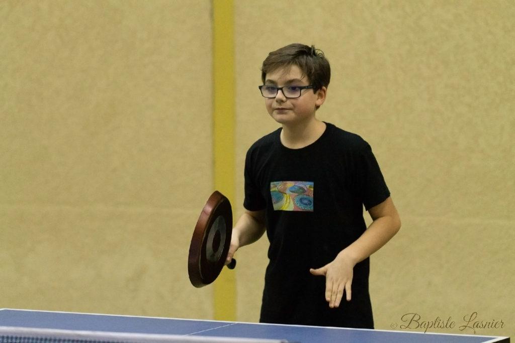 Mathis B. joue au ping-pong avec une poêle